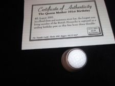 COLLECTABLE CHINA THIMBLE + CERT QUEEN MOTHER 101st BIRTHDAY IN STRAW HAT 2001